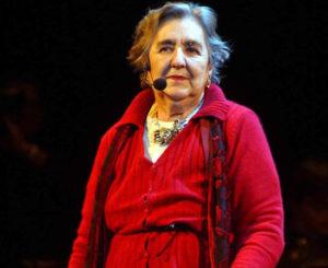 Alda Merini e l'abito rosso