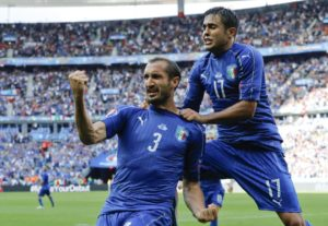 Giorgio Chiellini esulta con pacatezza dopo il suo 1-0