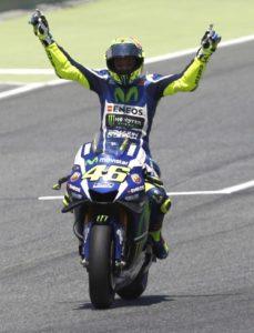 epa05347016 Italian MotoGP rider Valentino Rossi of the Movistar Yamaha team celebrates after winning the Motorcycling Grand Prix of Catalunya at Catalunya circuit in Montmelo, near Barcelona, northeastern Spain, 05 June 2016.  EPA/ALEJANDRO GARCIA