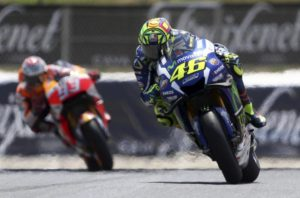 Italian MotoGP rider Valentino Rossi (R) of the Movistar Yamaha team leads the race ahead of Spanish Marc Marquez (L) of the Repsol Honda team during the Motorcycling Grand Prix of Catalunya at Catalunya circuit in Montmelo, near Barcelona, northeastern Spain, 05 June 2016. EFE/Toni Albir