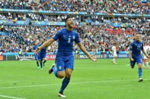 888905-l-italien-graziano-pelle-auteur-du-2e-but-de-son-equipe-face-a-l-espagne-en-8e-de-finale-de-l-euro-a
