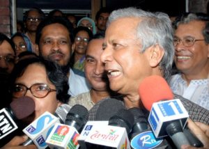 "Muhammad Yunus speaks to television stations outside his house in Dhaka October 13, 2006 after winning the Nobel Peace prize. Bangladeshi economist Yunus and the Grameen Bank he founded won the 2006 Nobel Peace Prize on Friday for grassroots efforts to lift millions out of porverty that earned him the nickname ""banker to the poor"". REUTERS/Rafiqur Rahman (BANGLADESH)"