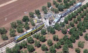 L'impatto violento tra i due treni