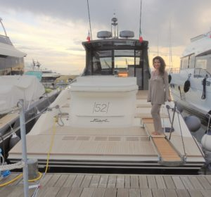 Annalaura di Luggto con lo yacht della Fiart presente al 56° Salone Nautico di Genova