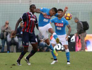 Il Napoli vince a Crotone e si rimette in corsa
