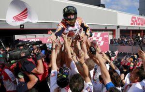 Marc Marquez, festeggiato per il suo quinto titolo mondiale a Motegi in Giappone