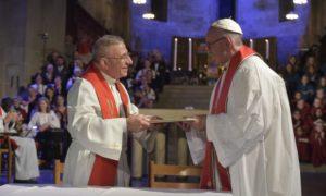 Il vescovo Munib A. Younan, presidente della Federazione Luterana Mondiale con Papa Francesco