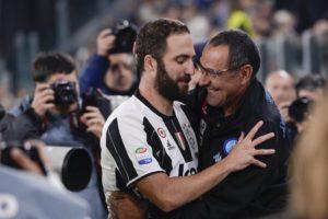 L'abbraccio tra Higuain e Sarra prima di Juve-Napoli dopo le polemiche estive