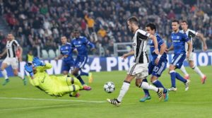 Juventus' Miralem Pjanic (C) in action during the UEFA Champions League group H soccer match Juventus FC vs Olympique Lyon at the Juventus Stadium in Turin, Italy, 02 November 2016. ANSA/ALESSANDRO DI MARCO