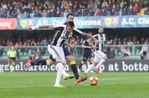 Mario Mandzukic porta in vantaggio la Juve al Bentegodi col Chievo
