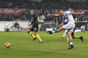 Nob c'è storia in Napoli-Inter 3-0
