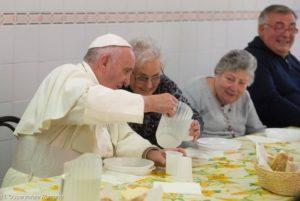 Con i bisognosi della Caritas