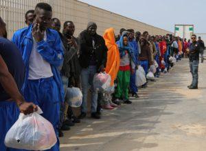 Immigrazione: Renzi, Mediterraneo è mare, non cimitero