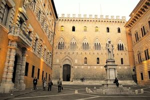Piazza Salimbeni a Siena, sede del Mps